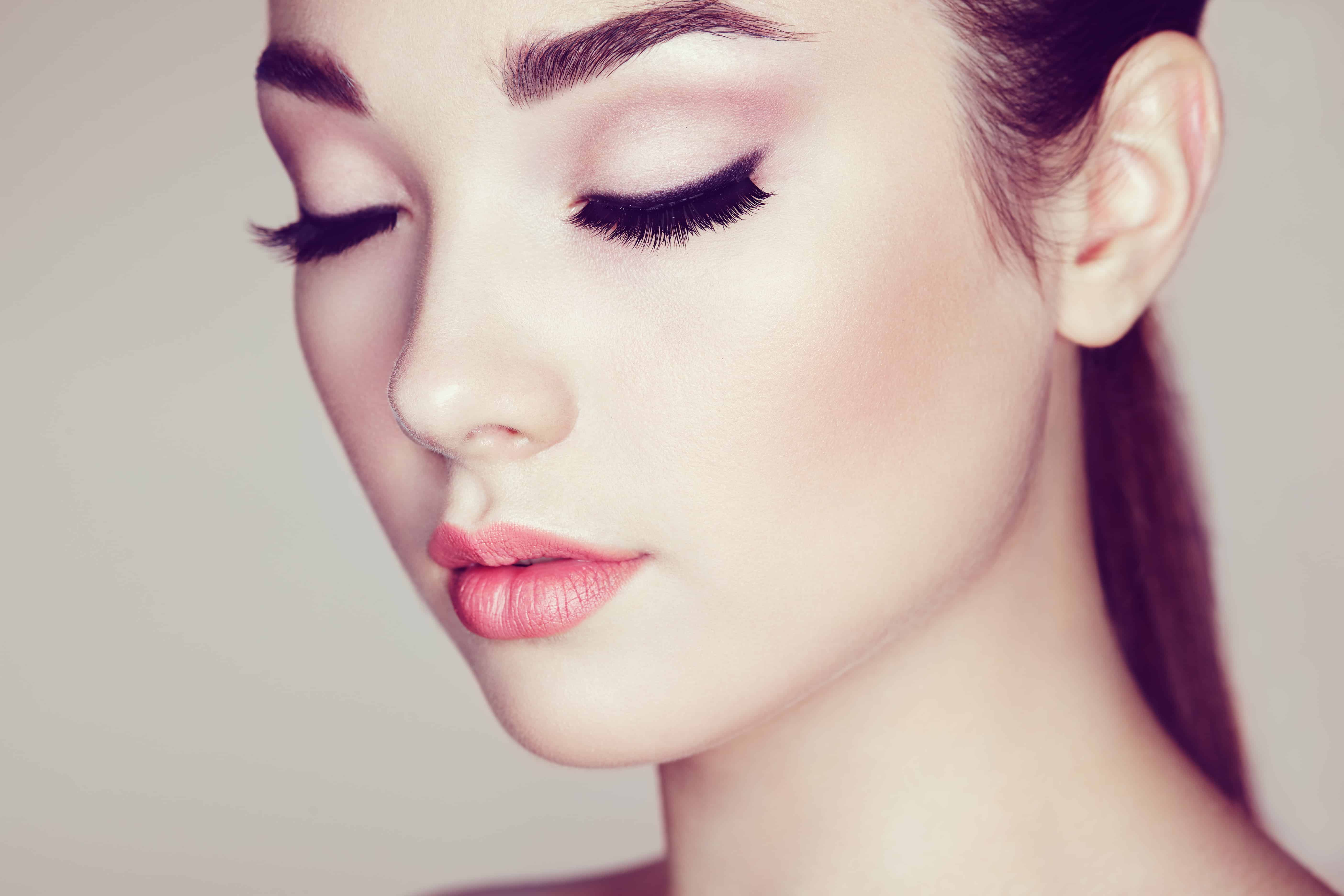 Make Up Tips for Extension Wearers